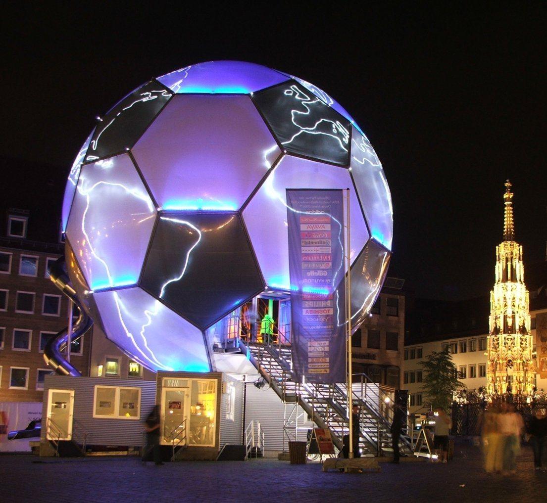 Nuernberg_football_globe
