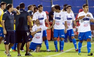 Julián festejando el único gol para tumbar 27 partidos invicto.