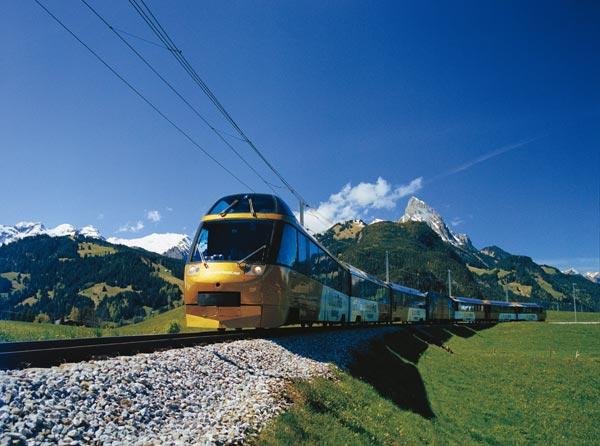 Tren con vista panorámica para que disfrutes el paisaje.