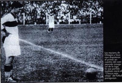 Olimpia de 1916 y su primer campeonato oficial. Qué pilcha mete el delantero!