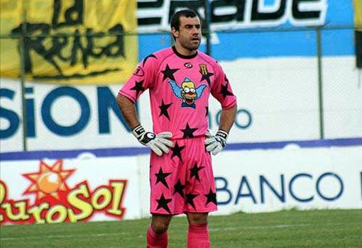 Aurrecochea y una de sus camisetas más gloriosas, defendiendo a Guaraní.