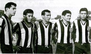 """Delantera histórica de Guaraní, con Aurelio Martínez, los Juáres, Dionisio Valdéz y Juan Graciano """"Ka'i"""" González (foto Conmebol)"""