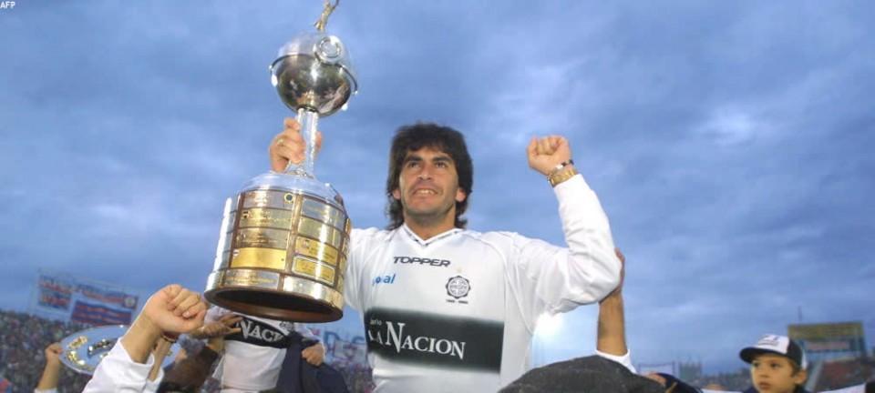 Levantando la Copa del año 2002.