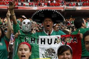 Típicos hinchas que quieren parecer mexicanos.