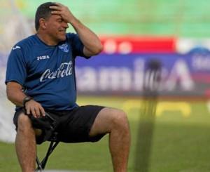 Ni el D.T. Suárez cree que van a pasar de ronda.