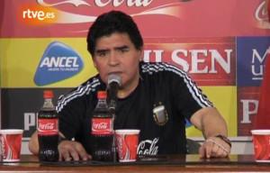 """Cara de malo para el famoso """"que la sigan chupando"""" de Maradona como DT."""
