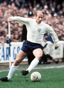 La pelada de Bobby Charlton al descubierto