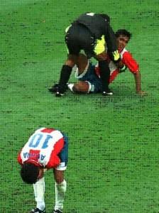 Chilavert tratando de animar a Sarabia. Acuña llora. Paraguay se iba del Mundial.