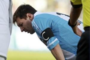 Messi a punto de vomitar otra vez.