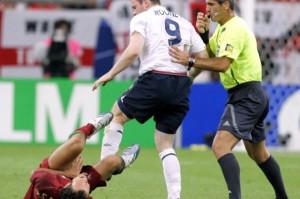 Rooney pisando en la entrepierna a Ricardo Carvalho, Mundial 2006.
