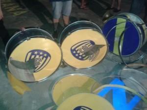 La policia ni a los bombos les perdona (Tote Cáceres)