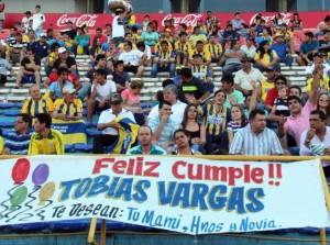 """Un pasacalles """"cumpleañero"""" en la cancha = vergüenza eterna para Tobías Vargas (Tigo Sports)"""
