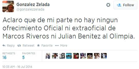 González Zelada, escoba en mano, esparciendo las ramitas de Trovato disipando el humo (?)