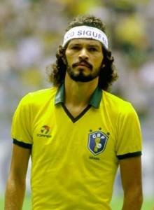 Con la selección de Brasil, siempre con su lema de rebeldía.