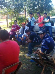 Los jugadores del Sportivo, en plena concentración.