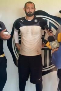 Diego Barreto feliz tras haber firmado por Olimpia (D10.com.py)