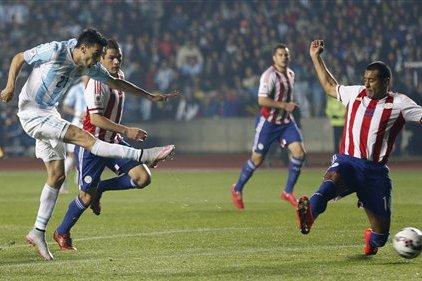 Aguilar nunca llegó para el cierre y la estirada de Paulo no sirve. Pastore y el 2-0.