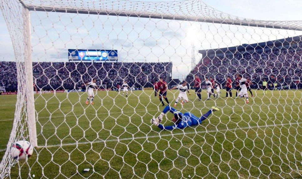 Uno de los goles donde Cristian Alvarez tuvo responsabilidad {ABC Color)