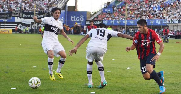 El recordado túnel a Rolón y la posterior falta penal sobre Díaz. Su partido consagratorio contra Olimpia. Tenía 17 años.